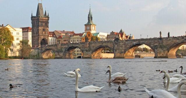 Высылаемые из Праги российские дипломаты покинут город 7 июня