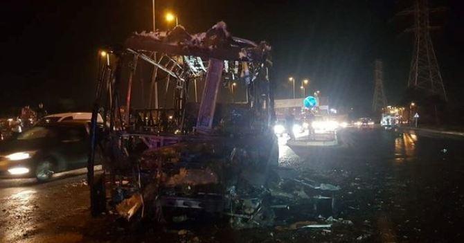 В Баку сгорел дотла автобус — ВИДЕО