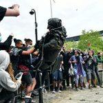 На протестах в Лондоне пострадали более 20 полицейских