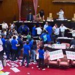 В парламенте Тайваня произошла драка