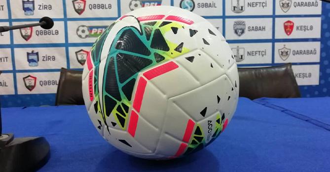 В Азербайджане арбитры будут брать в руки только дезинфицированный мяч