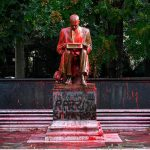 В мире продолжается война с памятниками на фоне антирасистских протестов