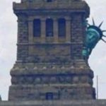 Апартеид наоборот: спряталась даже Статуя Свободы