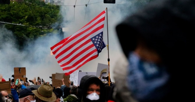 Генпрокурор США заявил об «иностранном вмешательстве» в протесты