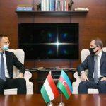 Джейхун Байрамов проводит встречу с главой МИД Венгрии