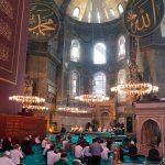 В мечети Айя-Софья совершен первый за 86 лет пятничный намаз