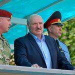 Лукашенко заявил, что на ногах перенес коронавирус, попав таким образом в золотой фонд Беларуси
