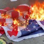У Белого Дома после речи Трампа сожгли флаг США