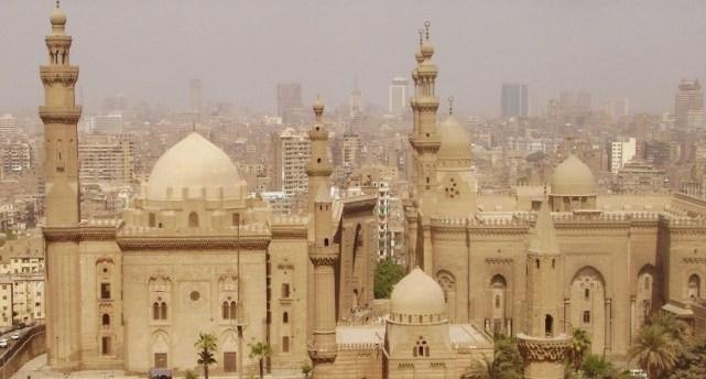 В центре Каира частично обрушилось пятиэтажное здание