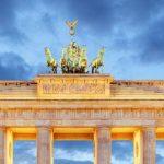 В Берлине тысячи людей протестуют против ограничений из-за коронавируса