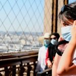 Во Франции смягчают коронавирусные ограничения