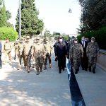 Главы оборонных ведомств Азербайджана и Турции посетили Аллею почетного захоронения и Аллею шехидов