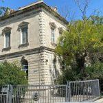 Город держится на любви его патриотов: представители власти пообещали спасти старинный особняк в Баку