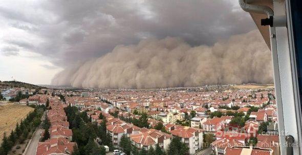 Мощная песчаная буря накрыла столицу Турции
