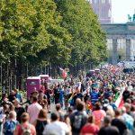 Власти Берлина обязали людей носить маски на больших демонстрациях