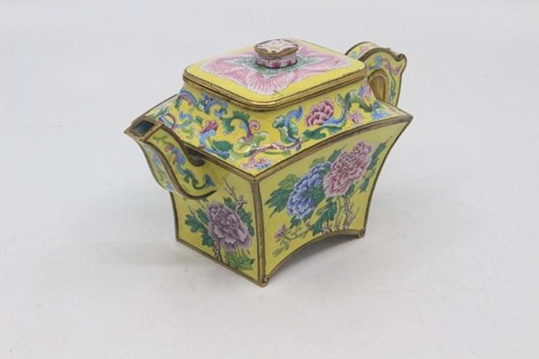 В Британии китайский чайник продали за $500 тысяч