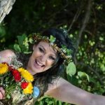 Британка отметила первую годовщину свадьбы с деревом