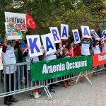 Азербайджанцы проводят акцию перед зданием ООН