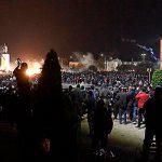 Митингующие в Бишкеке захватили здание парламента и освободили экс-президента Атамбаева из СИЗО