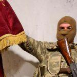 Распространены кадры захваченного боевого знамени армянского батальона