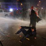 В Германии митинг противников карантина разогнали водометами