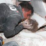 В Измире через 91 час после землетрясения спасли 3-летнюю девочку