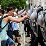 Беспорядки в Аргентине: власти продлили церемонию прощания с Марадоной
