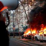 Во время акций протеста во Франции пострадали почти 100 полицейских