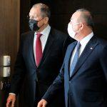 Чавушоглу и Лавров проводят переговоры в аэропорту Катара