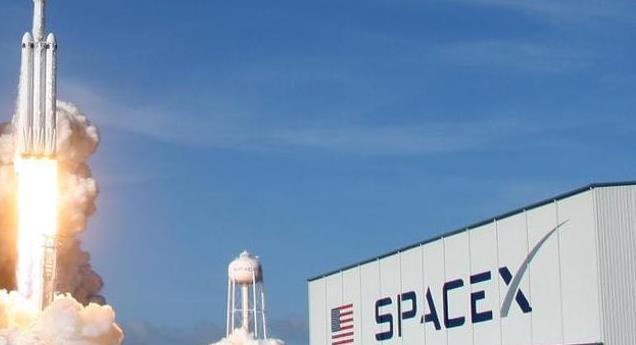 SpaceX перенесла запуск ракеты-носителя с более чем 140 спутниками