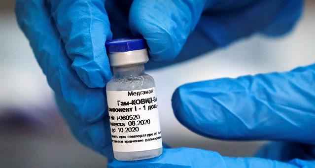 Мадуро вакцинировался «Спутником V»