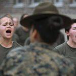 Женщинам в американской армии разрешат красить губы и делать короткие стрижки