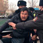 Десятки протестующих против выборов в парламент задержаны в Казахстане