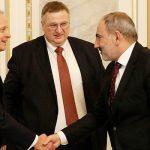 Пашинян обсудил с Оверчуком ситуацию в Карабахе