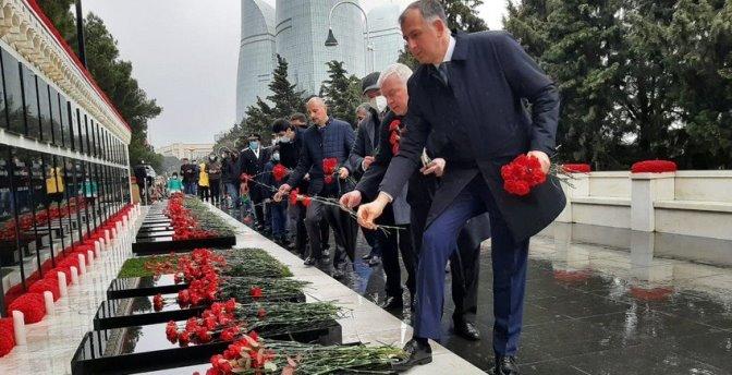 Посол Грузии посетил Аллею шехидов