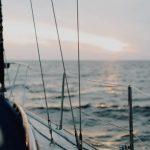 Траулер с 10 людьми на борту терпит бедствие в Баренцевом море