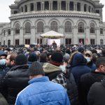 Армянская оппозиция проводит концерт у стен парламента в Ереване