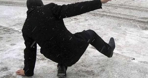 В Баку травмы из-за гололеда получили 64 человека