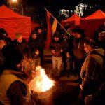 Несколько сотен оппозиционеров продолжают блокировать центральный проспект Еревана