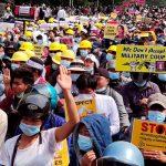 В G7 осудили стрельбу боевыми патронами по протестующим в Мьянме