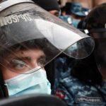 Полиция задерживает активистов протеста у здания парламента Армении