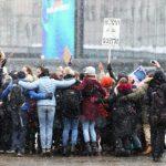 Около 400 жителей Хельсинки вышли на протест против коронавирусных ограничений