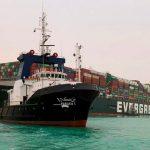 Президент Египта поручил разгрузить судно, заблокировавшее Суэцкий канал