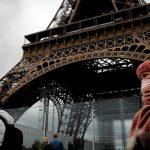 Власти Франции вводят карантин в 16 регионах страны из-за COVID-19