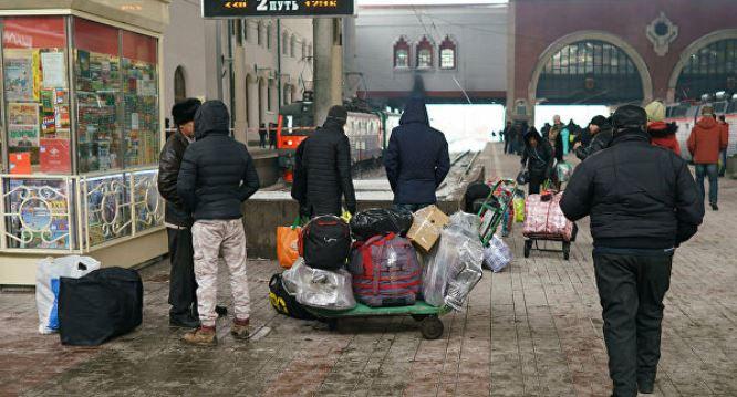 Уговорите Кремль не трогать ваших мигрантов – чего добивается Россия, выдворяя 120 тысяч азербайджанцев?