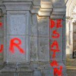 В Тулузе на стены базилики Сен-Сернен нанесли оскорбительные надписи