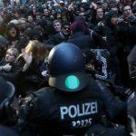 Полиция Берлина провела 500 задержаний на несанкционированных акциях