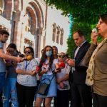 Недовольные заявлением Пашиняна оппозиционеры проводят акцию