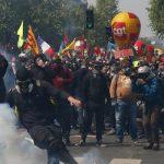 Столкновения на первомайской демонстрации в Париже: десятки задержаний